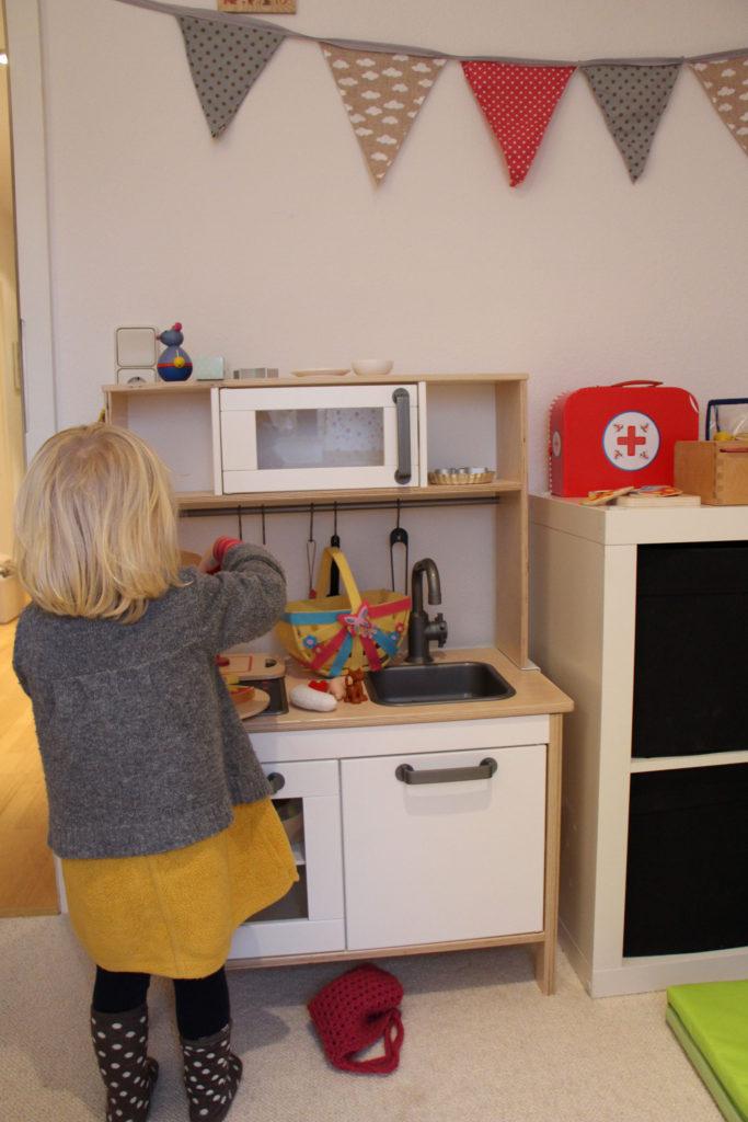 DIY-Wimpelkette über Kinderküche